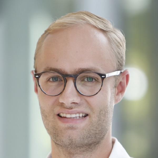 Dr. Johannes Knitza, MHBA